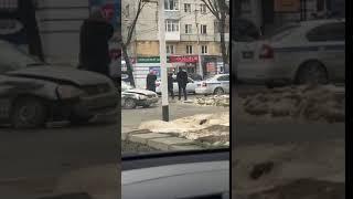 В Ставрополе легковушку после ДТП вынесло на тротуар