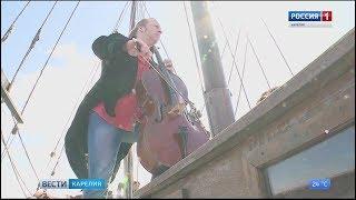 Виолончелист Денис Шаповалов выступил на борту карельского судна