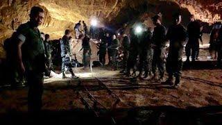 Футбольная команда, за которую болел весь мир. Как тайских школьников спасали из пещеры Тхам Луанг
