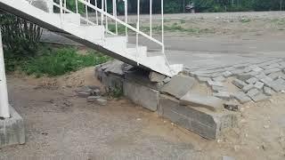 В Парке Победы решили отремонтировать дорожную плитку