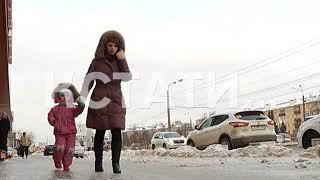 Тотальное обледенение - после резких скачков температуры Нижний Новгород покрылся льдом.