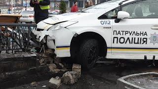 ДТП с пострадавшими в Киеве на Васильковской: Мерседес