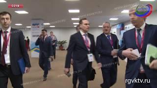 Премьер-министр Дагестана осмотрел объединенный стенд министерства по делам Северного Кавказа
