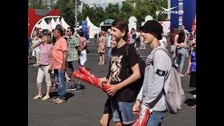 За кого болели россияне на площади Куйбышева в день матча Дания - Австралия