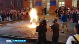 В Уфе на улице Ленина загорелся человек