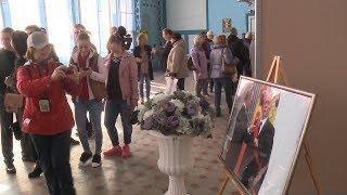 """В Железноводске открылась необычная выставка """"Неформальный Путин""""."""