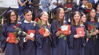 А в ЧГУ имени Ульянова чествовали лучших выпускников.