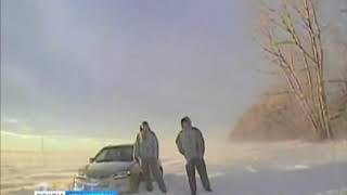 Дорожные полицейские спасли из снежного плена семью с двумя детьми