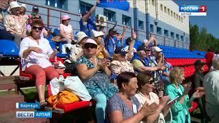 На стадионе Смертина пенсионеры соревнуются в силе и ловкости