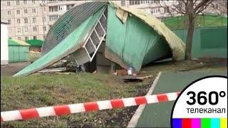 В Москве и Подмосковье устраняют последствия урагана