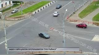 В Рыбинске на пересечении улиц Горького и Захарова произошла серьезная авария