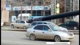 """""""Пункт назначения"""" по-челябински. Незакрепленная труба влетела в стекло машины"""