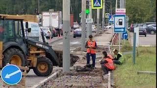 Асфальт на проспекте Авиаторов в Ярославле продолжают укладывать в лужи
