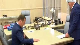 Премьер-министр правительства России Дмитрий Медведев встретился с Александром Уссом