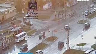 На проспекте Комсомольский в Красноярске лихач протаранил павильон