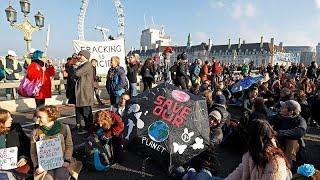 """Лондон: """"всеобщий бунт"""" активистов-экологов"""