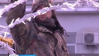 Вандалы начали растаскивать новогодние украшения на площади Победы