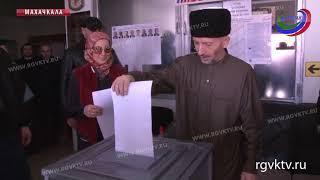 Голосование идет полным ходом. Свой голос уже отдали и первые лица республики
