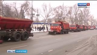 На очистку волгоградских дорог вышло больше 70 единиц спецтехники