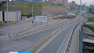 Вандалы, испортившие баннер на Николаевском мосту, попали на камеру видеонаблюдения