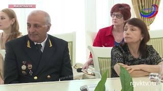 Врио главы Дагестана провел торжественную церемонию вручения государственных наград