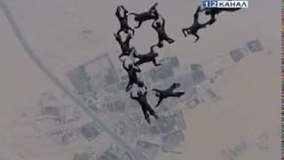 Парашютисты совершили прыжок в честь президентских выборов