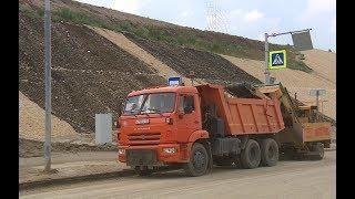 На Нулевой Продольной магистрали Волгограда чистят ливневую канализацию