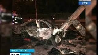 Автомобиль Mercedes врезался в столб и сгорел в Иркутске