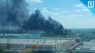 Крупный пожар на складе рядом с территорией завода Renault на юге-востоке Москвы