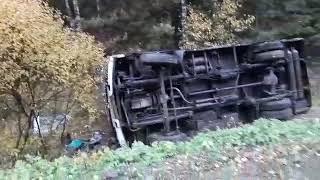 Три человека получили травмы в автобусе, который опрокинулся в Ивановской области