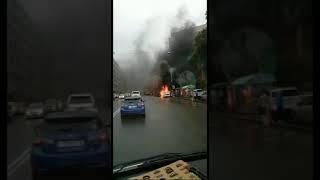 Во Владивостоке сгорела машина, припаркованная на автобусной остановке