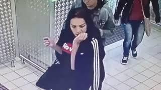 Три девушки и парень вынесли из магазина кофе_