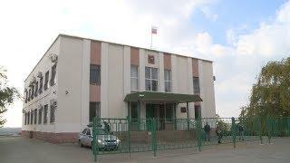 В Среднеахтубинском районном суде прошло первое заседание по делу о ДТП, где погибла семья