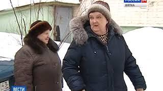 Почти полвека во дворе дома на улице Красина, 55 нет тротуаров (ГТРК Вятка)