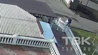 Видео опознание: кто сломал статую на набережной Красноярска
