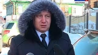 Специалисты мэрии проверили, как убирают снег и наледь с крыш костромских домов