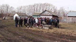 В деревне Ивановка Ромодановского района Мордовии чуть нет воды и дорог