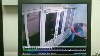 Мужчина испортил домофон в одном из жилых домов во Владивостоке