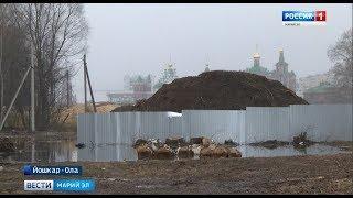 В Йошкар-Оле продолжают возводить земляную дамбу на берегу Кокшаги - Вести Марий Эл