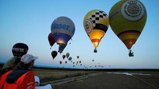 Воздушные шары и огни в небе