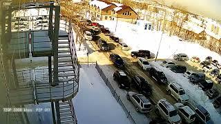 """Конфликт на парковке """"Горного воздуха"""" с камер наблюдения. Полное видео"""