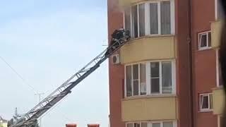 В многоэтажке Пятигорска загорелась квартира
