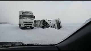 Грузовик перевернулся с дороги в районе Советского