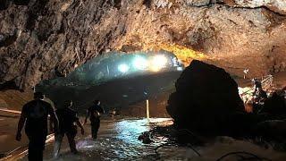 Спасатели вывели всех детей из пещеры в Таиланде - СМИ