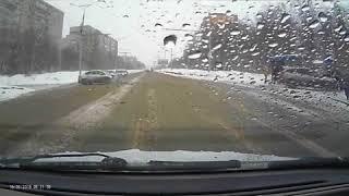 Легковушка вылетела на остановку в результате ДТП, Чебоксары, Рябинка, 16 марта 2018