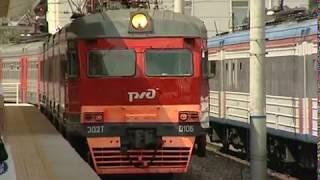 Пассажирские поезда задержали из-за схода грузовых вагонов