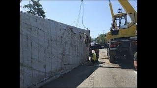 В результате ДТП в пос. Ахтырском огромный контейнер въехал в частный дом.
