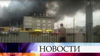 В Адмиралтейском районе Санкт-Петербурга горит крупный супермаркет.