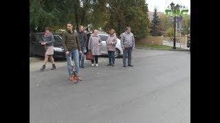 На улице Лесная общественники проверили качество нового асфальтового покрытия