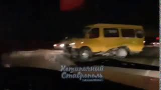 Под Ставрополем не поделили дорогу маршрутка и иномарка